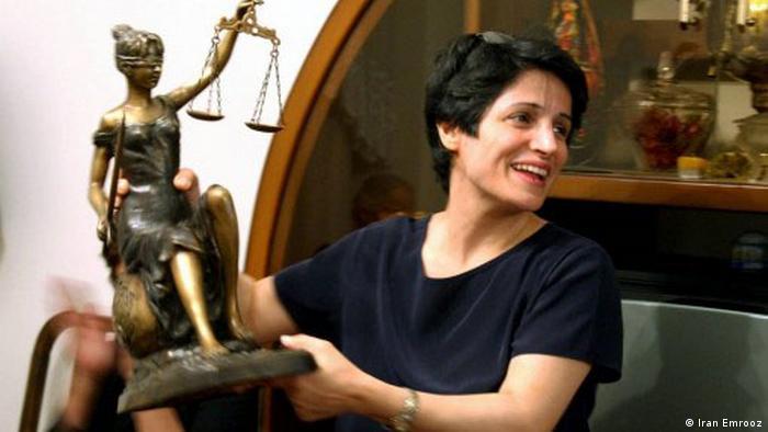 نسرین ستوده به ۳۳ سال حبس و تحمل ۱۴۸ ضربه شلاق محکوم شده است. طبق قانون مجازات اسلامی ۱۲ سال از این حکم قابل اجراست.