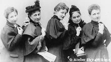 Anita Augspurg, Marie Stritt, Lily von Gizycki, Minna Cauer, Sophia Goudstikker, um 1894_Bildnachweis Atelier Elvira, Wikime