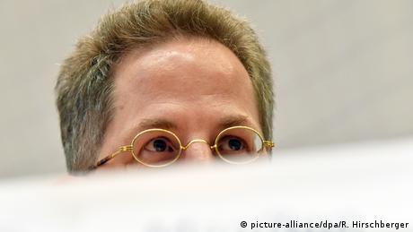 Picture of top half of Maassen's head (picture-alliance/dpa/R. Hirschberger)
