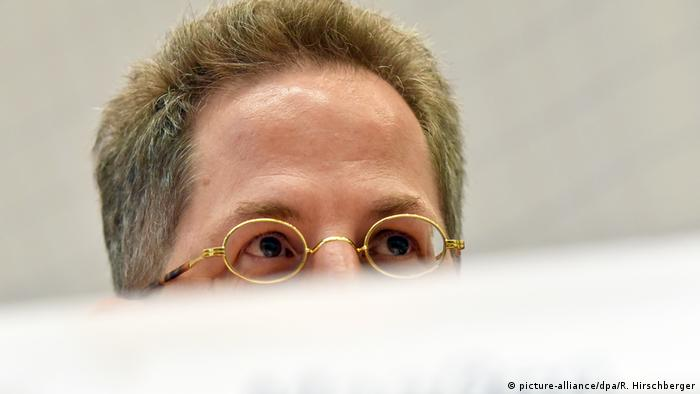 Picture of top half of Maassen's head (picture-alliance/dpa/R. Hirschberger)