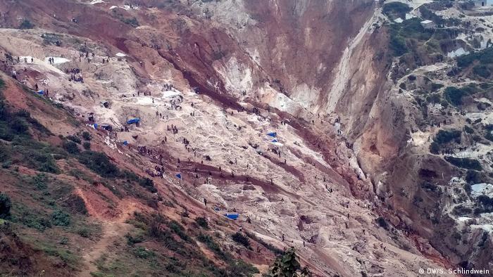 Rubaya Mine von oben (DW/S. Schlindwein)