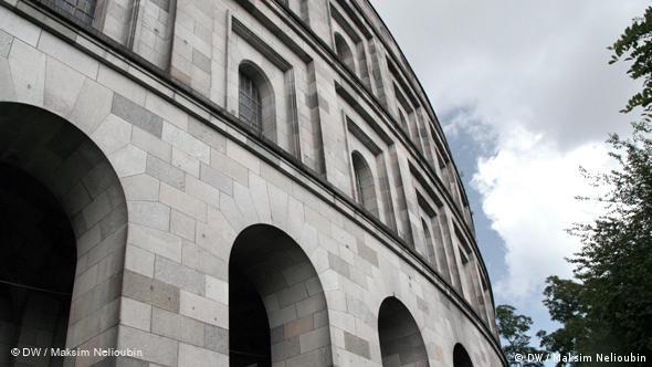 Фасад и обходная галерея ''Зала собраний''