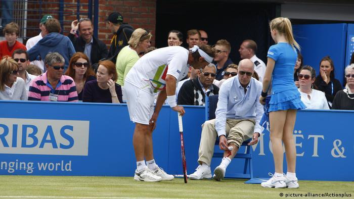 Tennis AEGON Meisterschaften 2012 |  David Nalbandian verletzt Linienrichter (Bild-Allianz / Actionplus)