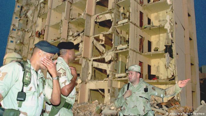 Saudi-Arabien zerstörtes Gebäude nach Anschlag in Dhahran (picture-alliance/dpa/epa)