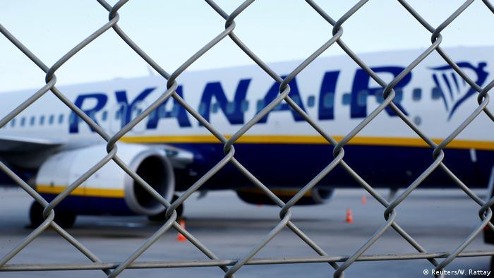 Deutschland, Düsseldorf: Ryanair Flugzeug am Flughafen Weeze (Reuters/W. Rattay)