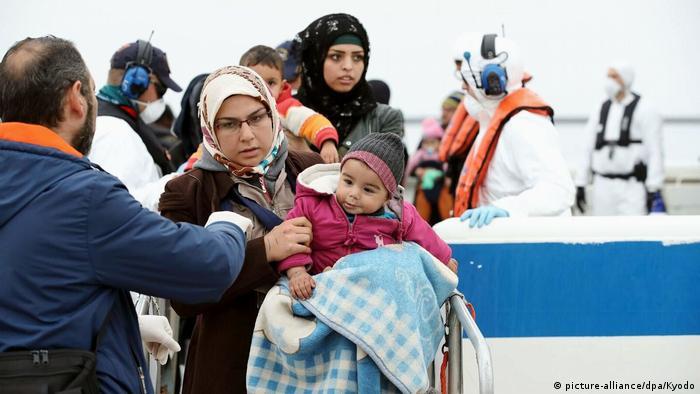 Ankunft von Flüchtlingen im Frühjahr an der Küste von Lesbos (Foto: picture-alliance/dpa/Kyodo)