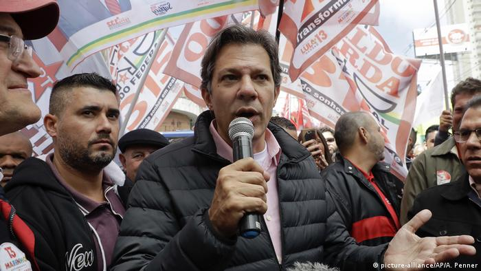 Sao Paulo: Fernando Haddad at a campaign rally (picture-alliance/AP/A. Penner)