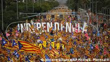 Pro-Independence demonstrators fill-up La Diagonal, one Barcelona's main avenues, during the Catalan National Day in Barcelona, Spain, Tuesday, Sept. 11, 2018. Catalan authorities have made a call to flood the streets of Barcelona later on Tuesday to demand freedom for Catalan politicians in jail and in support of independence from Spain. September 11, called Diada, marks the fall of the Catalan capital to Spanish forces in 1714. (AP Photo/Emilio Morenatti) |