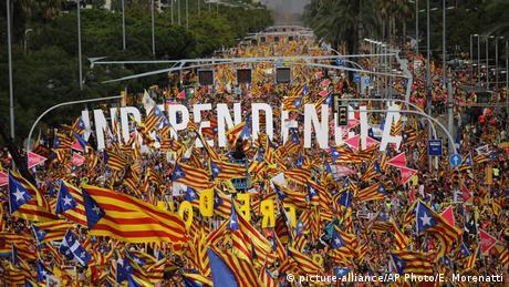 """DW: """"Θερμό φθινόπωρο"""" στην Καταλονία"""