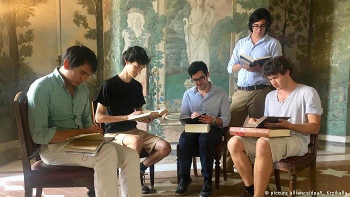 Wo tote Sprachen leben - Accademia Vivarium Novum (picture alliance/dpa/L. Krzikalla)