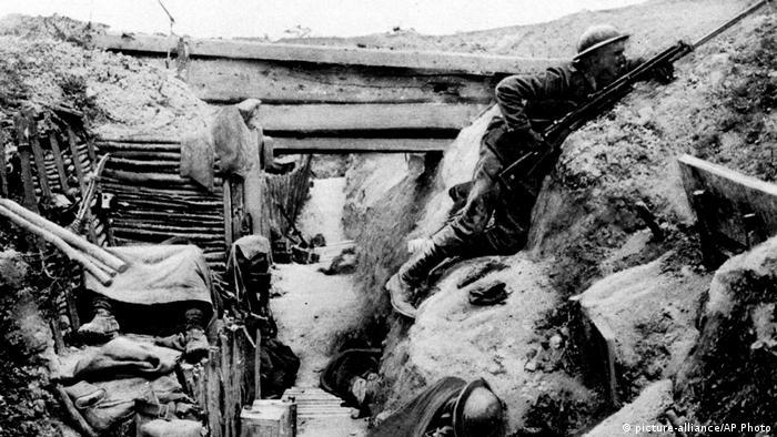 Soldado em trincheira durante a Primeira Guerra Mundial
