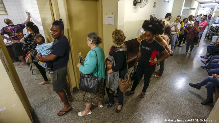 Brasilien, Sao Paulo: Wartezimmer in einer Klinik