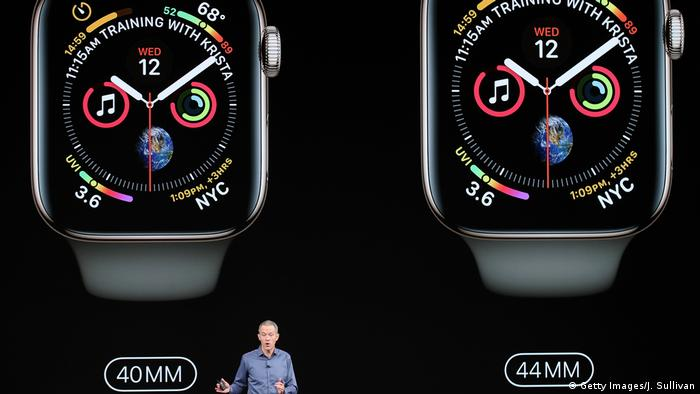 Jeff Williams, chief operating officer of Apple, introduces the new Apple Watch.