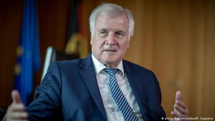 Horst Seehofer (picture-alliance/dpa/M. Kappeler)