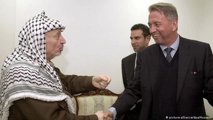 Palästina Arafat und Roed-Tarsen (picture-alliance/dpa/Hussein)
