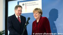 Angela Merkel and Hans-Georg Maaßen (picture-alliance/dpa/O. Berg)
