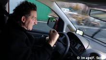 Aggressiver Autofahrer auf der Autobahn