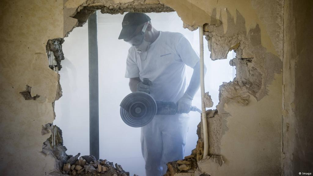 Asbestos A Cancer Risk Lurking In The Wall Science In Depth Reporting On Science And Technology Dw 06 11 2018
