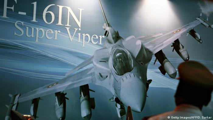 Kampfjet Lockheed Martin F-16IN Super viper (Getty Images/AFP/D. Sarkar)