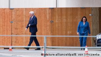 Ministrul federal de Interne Horst Seehofer şi preşedintele SPD, Andrea Nahles, după şedinţa în care s-a discutat situaţia lui Maaßen.