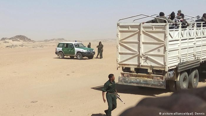 """مهاجرون عالقون بين الجزائر والمغرب: """"ما مصيرنا؟"""""""
