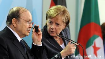 Angela Merkel und Abdelaziz Bouteflika (picture-alliance/dpa/R. Jensen)