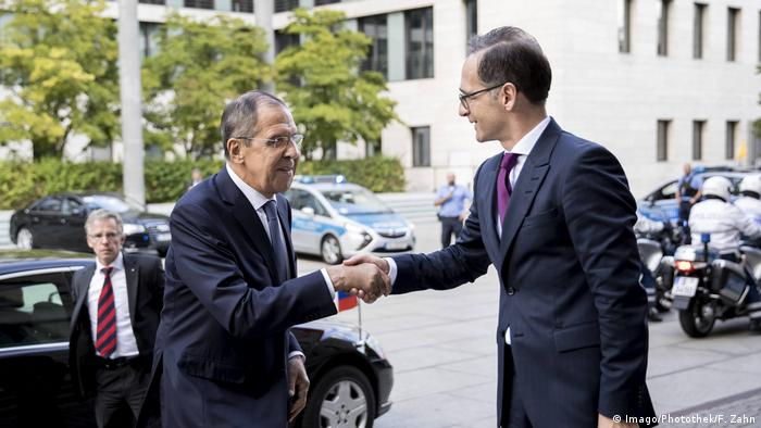 German Foreign Minister Heiko Maas welcomes Russian counterpart Sergei Lavrov in Berlin (Imago/Photothek/F. Zahn)