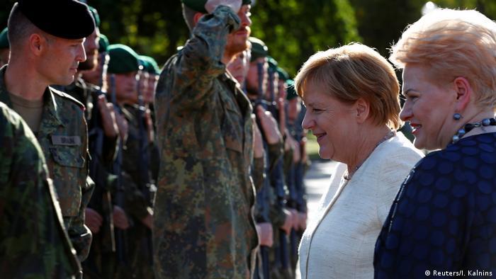 Ангела Меркель и Даля Грибаускайте в части войск НАТО в Литве