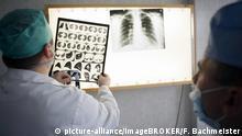 Tuberkulose in Moldawien, Besprechung im Ärztezimmer, Krankenhaus Balti, Balti, Moldawien, Europa | Verwendung weltweit, Keine Weitergabe an Wiederverkäufer.
