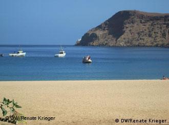 Aos poucos, a cidade de Tarrafal, no Norte da ilha de Santiago, começa a ser descoberta pela oferta para mergulho e pelas belas praias.