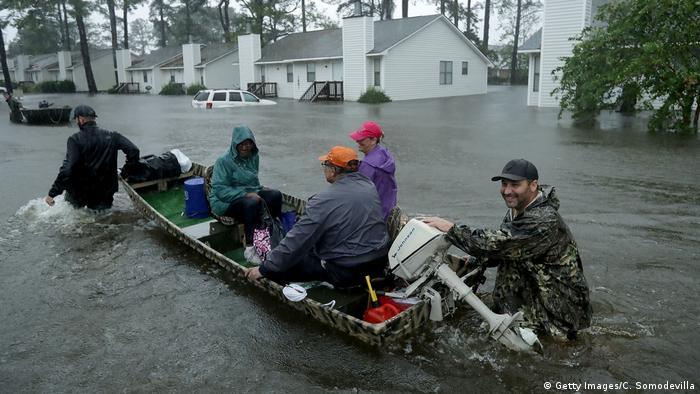 Volunteers help rescue residents