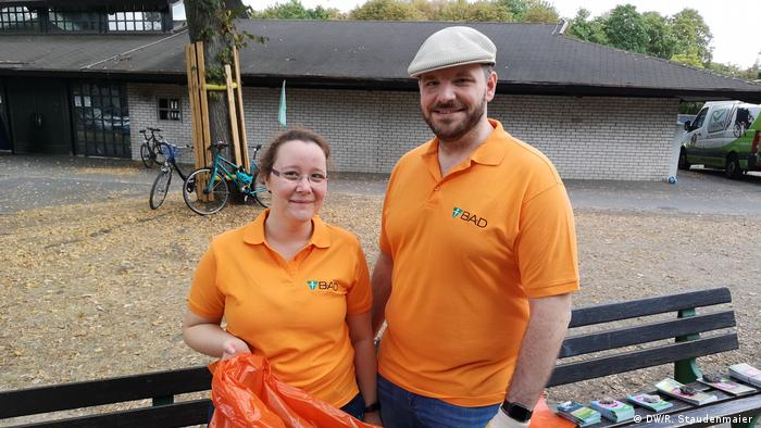 Tamara Lohre and Gabriel Lohre, the organizers of one of the meeting points for Rhine CleanUp Day in Bonn, Germany (DW/R. Staudenmaier )
