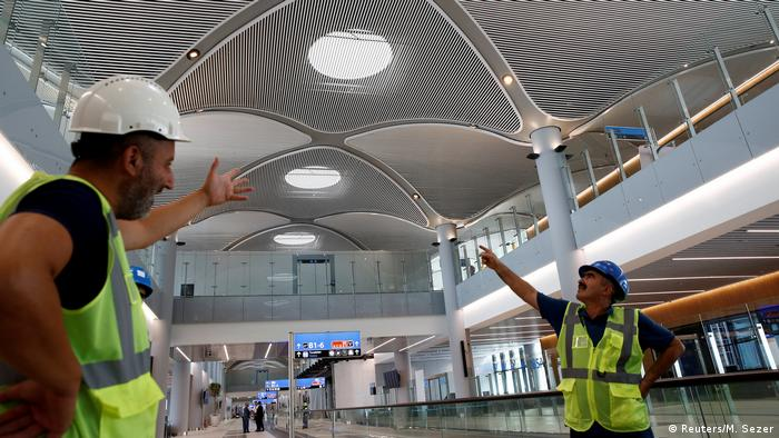 Turkish Airlines leaves Ataturk International Airport with