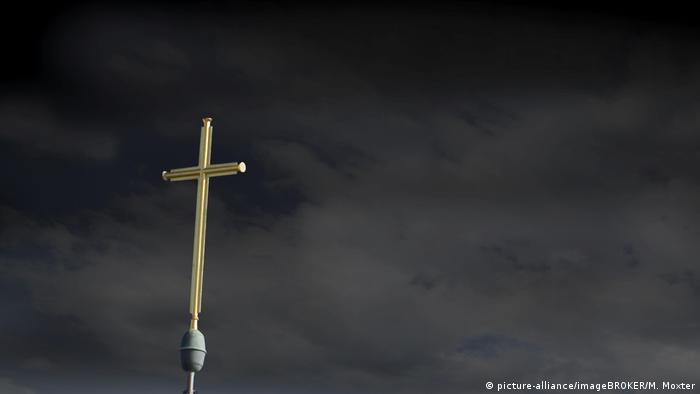 Symbolbild Missbrauchsfälle Kirche