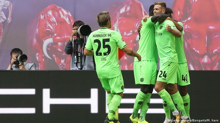 Bundesliga 3. Spieltag | RB Leipzig - Hannover 96 | Jubel Hannover (Getty Images/Bongarts/M. Kern)