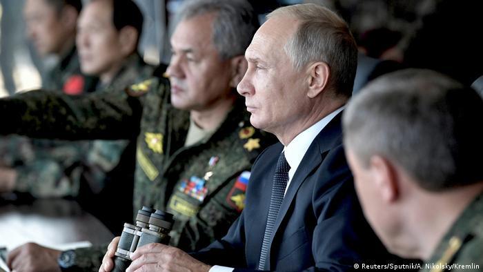 Путин и глава Минобороны Шойгу на учениях Восток-2018