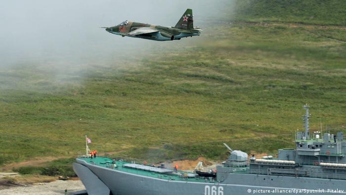 A Russian SU-25 attack plane