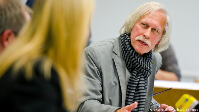 Deutschland 2013 Rolf Gössner, Vize-Präsident der Internationalen Liga für Menschenrechte (picture-alliance/dpa/C. Schmidt)
