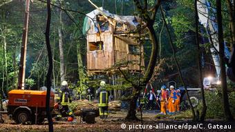 Authorities dismantling treehouses in Hambach Forest