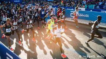 Berlin Deutschland 16 09 2018 Eluid Kipchoge Kenia nach dem Start beim Berlin Marathon 2018 *