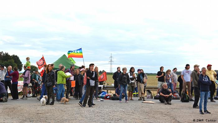 Protest against the clearing of Hambach Forest (DW/R. Connor)