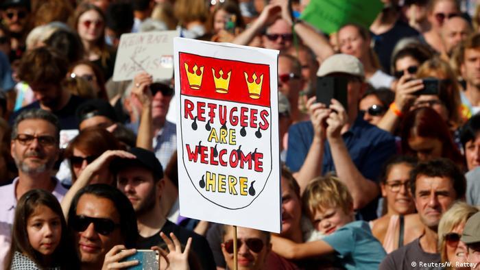 Solidarität mit Flüchtlingen Seit 2001 wird der Weltflüchtlingstag jedes Jahr am 20. Juni begangen. Dieser Tag ist den Millionen von Menschen gewidmet, die gezwungen sind ihre Heimat zu verlassen. In etwa hundert Ländern finden am 20.Juni Veranstaltungen statt, mit denen die Teilnehmenden ihre Solidarität mit Flüchtlingen zum Ausdruck bringen.