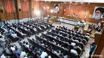 دادگاه گروهی معترضان به آخرین انتخابات ریاست جمهوری ایران در ۸ اوت ۲۰۰۹
