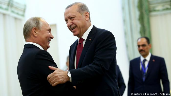 Turkish President Recep Tayyip Erdogan embraces his Russian counterpart, Vladimir Putin