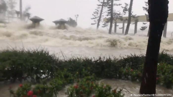 China Hongkong Taifun Mangkhut (Reuters/Twitter/@ALEXHOFFORD)