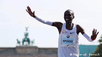 Τον Σεπτέμβριο του 2018 ο Κιπτσόγκε είχε κάνει παγκόσμιο ρεκόρ στον Μαραθώνιο του Βερολίνου