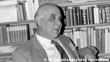 GEORGE SEFERIS AT HOME IN ATHENS, GREECE / ; 24 OCTOBER 1963, Copyright: Topfoto PUBLICATIONxINxGERxSUIxAUTxONLY UnitedArchivesIPU465582