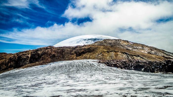 El Parque Nacional Natural Los Nevados se encuentra en el corazón de la región cafetera colombiana y concentra tres de los glaciares del país: Nevados del Ruiz, Nevado del Santa Isabel y Nevado del Tolima.