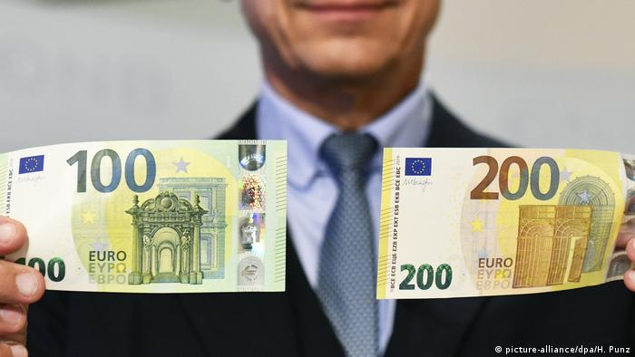 Presentation of the new banknotes (picture-alliance/dpa/H. Punz)