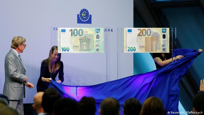 La presentación de los nuevos billetes de 100 y 200 euros.